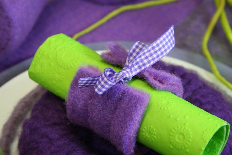 serviettenring aus wollvlies in lila filzkordel discount. Black Bedroom Furniture Sets. Home Design Ideas