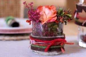 Herbstlicher Tischschmuck mit Wolldocht
