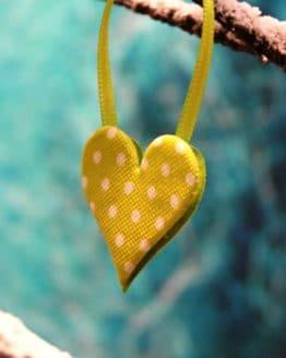 Herz mit Pünktchen, aus Filz gestanzt - fruehjahr-filzaccessoires, filzaccessoires