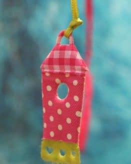 Vogelhaus-Anhänger, gepunktet aus Filz gestanzt - fruehjahr-filzaccessoires, filzaccessoires