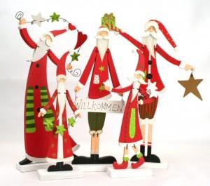 Weihnachtsmänner als Holz