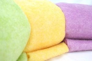 Neue Farben bei Wollvlies: gelb, hellgrün und flieder - wollvlies, tischdeko, osterdeko